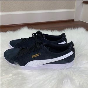 NWT Puma Vikky Black and White Sneakers Size 10.5